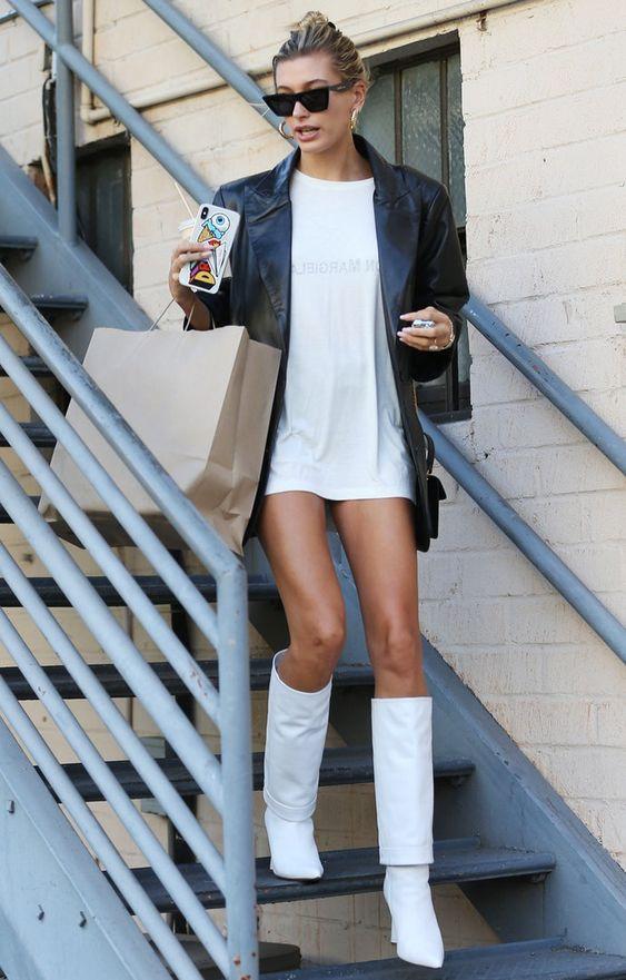 Bota branca de cano alto alerta de tendência para se inspirar por Alessandra Faria