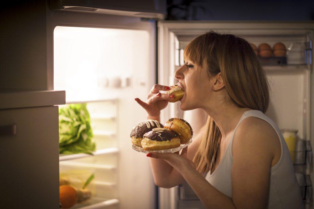 Como controlar a fome durante a quarentena por Alessandra Faria