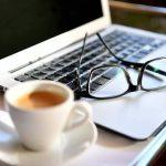 Home Office: proteja sua pele da luz dos eletrônicos!