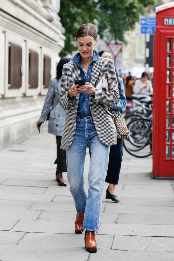 Blazer e jeans para se inspirar no home office por Alessandra Faria