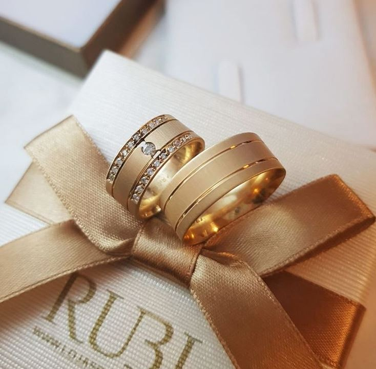 Alianças de casamento  simbolizam eternidade e o compromisso por Alessandra Faria