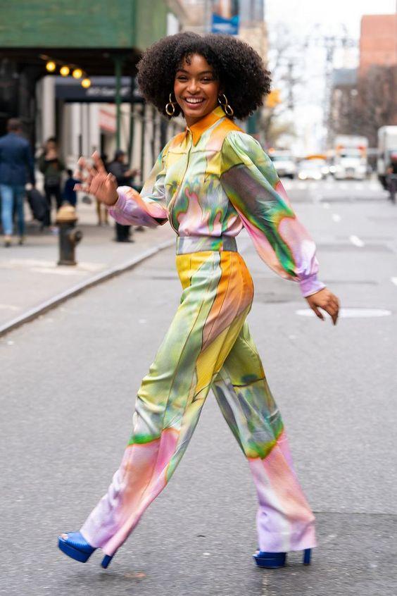 novo tie dye tendência nas passarelas e street style por Alessandra Faria