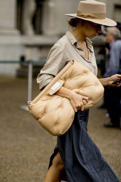 Bolsas diferentes para turbinar seu look, por Alessandra Faria