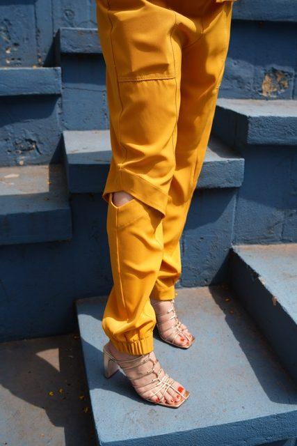 Amarelo mostarda monocromático, look do dia por Alessandra Faria