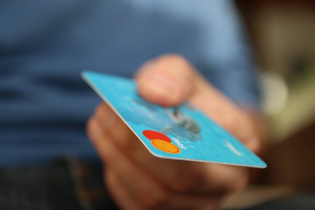 Crédito ou débito na blackfriday, qual melhor opção por Alessandra Faria