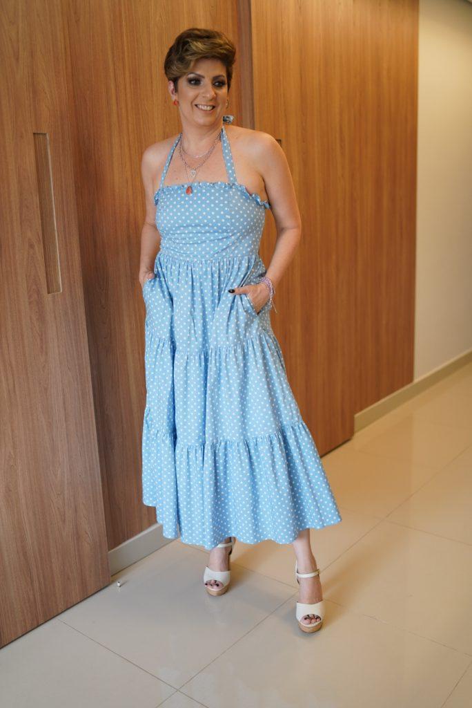 Vestido midi de bolas releitura anos 70 look do dia por Alessandra Faria