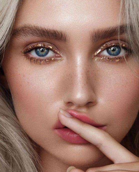 Maquiagem dourada para o natal por Alessandra Faria