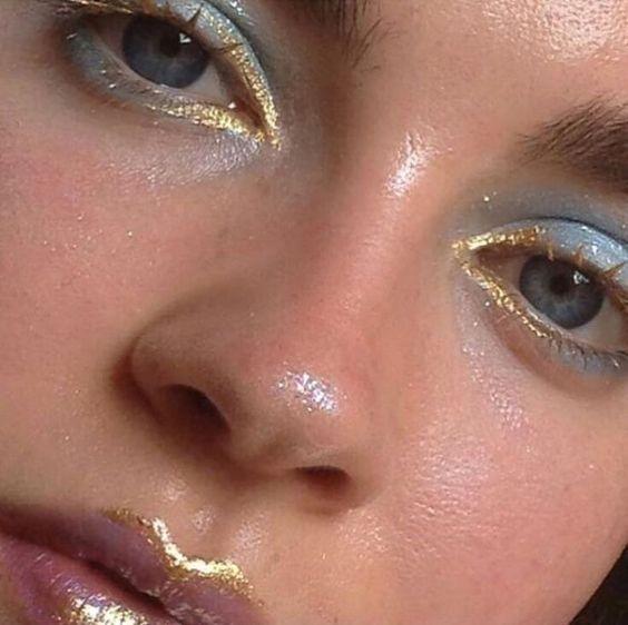 Maquiagens douradas para o natal por Alessandra Faria