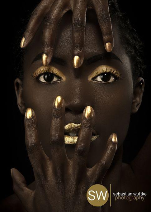 Maquiagem dourada para a noite de natal por Alessandra Faria