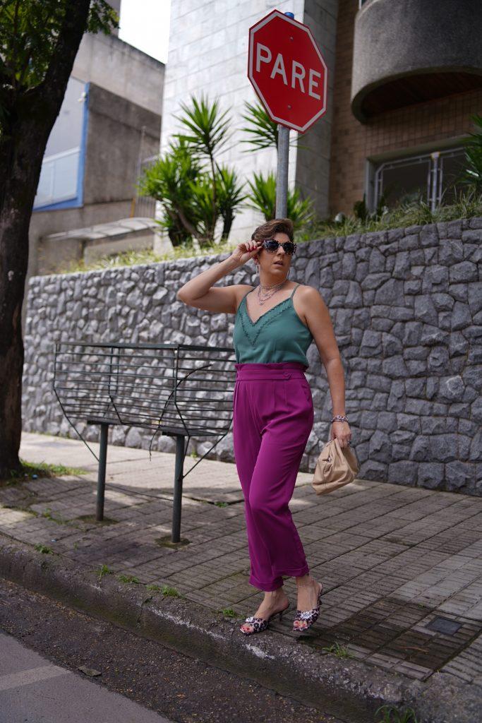 Cores contrastantes look do dia por Alessandra Faria