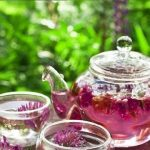 3 chás para aliviar os sintomas da menopausa.