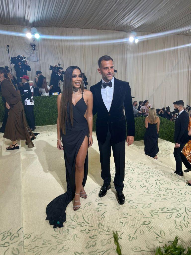 Anitta e Alexandre Birman no Met Gala 2021, por Alessandra Faria